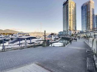 "Photo 19: 1305 588 BROUGHTON Street in Vancouver: Coal Harbour Condo for sale in ""HARBOURSIDE PARK"" (Vancouver West)  : MLS®# R2547204"