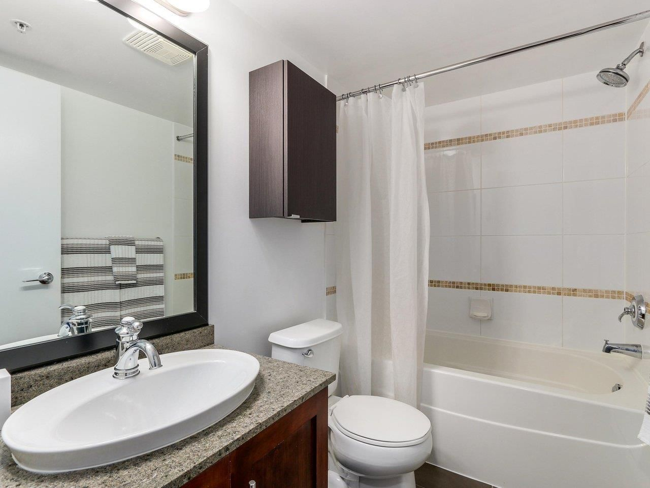 Photo 14: Photos: 119 672 W 6TH AVENUE in Vancouver: Fairview VW Townhouse for sale (Vancouver West)  : MLS®# R2401186