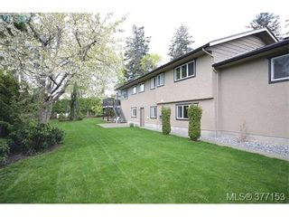 Photo 2: 4951 Thunderbird Pl in VICTORIA: SE Cordova Bay House for sale (Saanich East)  : MLS®# 757195