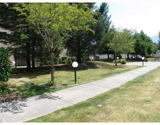 """Photo 10: B105 40120 WILLOW Crescent in Squamish: Garibaldi Estates Condo for sale in """"DIAMOND HEAD APARTMENTS"""" : MLS®# V777396"""