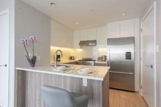 """Photo 7: 3003 4900 LENNOX Lane in Burnaby: Metrotown Condo for sale in """"THE PARK METROTOWN"""" (Burnaby South)  : MLS®# R2418432"""