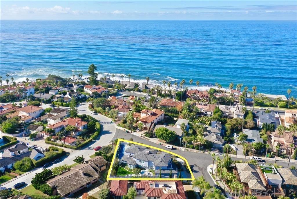 Main Photo: LA JOLLA House for sale : 5 bedrooms : 6281 Avenida Cresta