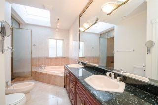 """Photo 12: 7851 SUNNYHOLME Crescent in Richmond: Broadmoor House for sale in """"SUNNYMEDE"""" : MLS®# R2158185"""