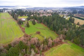 Photo 3: 1814 Jeffree Rd in : CS Saanichton House for sale (Central Saanich)  : MLS®# 797477