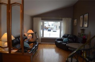 Photo 4: 11 Wiltshire Bay in Winnipeg: Windsor Park Residential for sale (2G)  : MLS®# 202102030