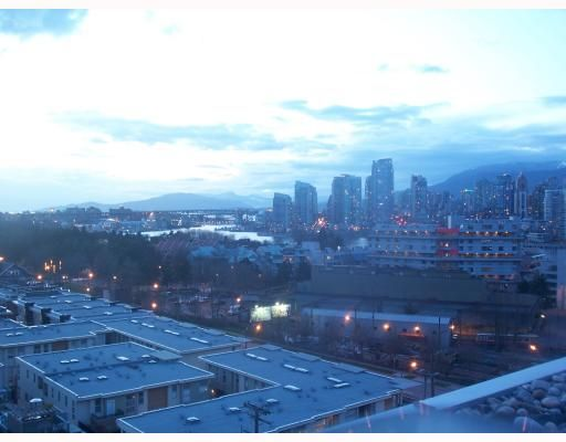 "Main Photo: PH3 587 W 7TH Avenue in Vancouver: Fairview VW Condo for sale in ""AFFINITI"" (Vancouver West)  : MLS®# V696581"