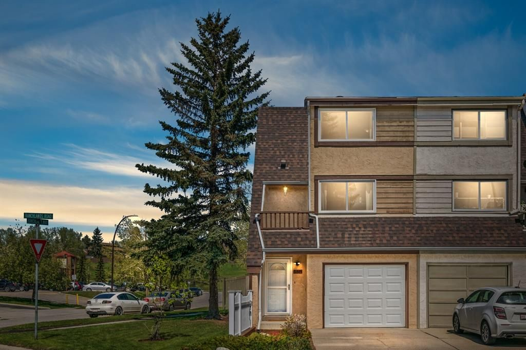 Main Photo: 1524 Ranchlands Road NW in Calgary: Ranchlands Row/Townhouse for sale : MLS®# A1113238
