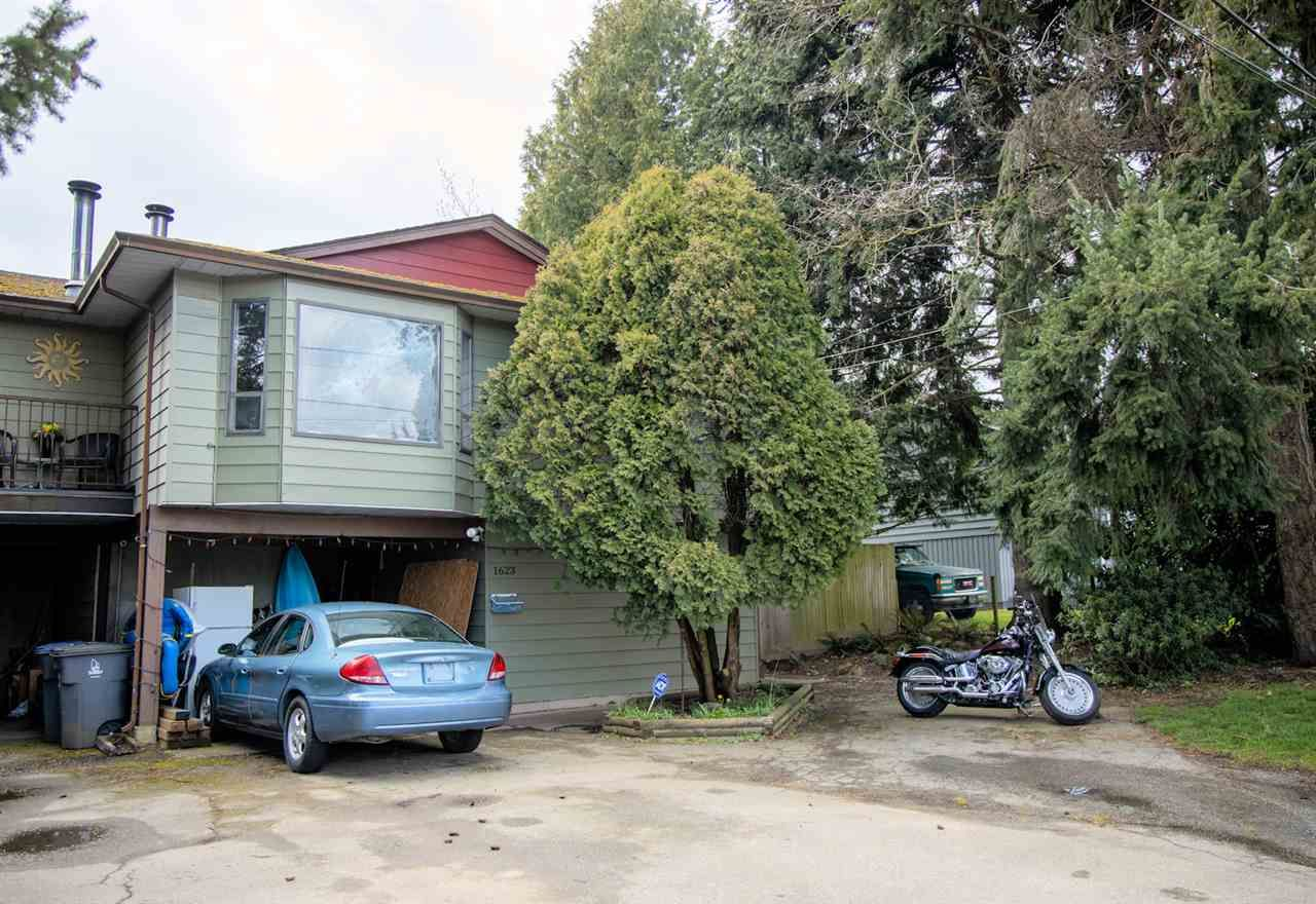 Main Photo: 1623 KING GEORGE Boulevard in Surrey: King George Corridor 1/2 Duplex for sale (South Surrey White Rock)  : MLS®# R2449045