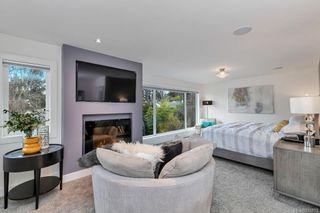 Photo 13: 704 Robleda Cres in Victoria: Vi Rockland House for sale : MLS®# 835913