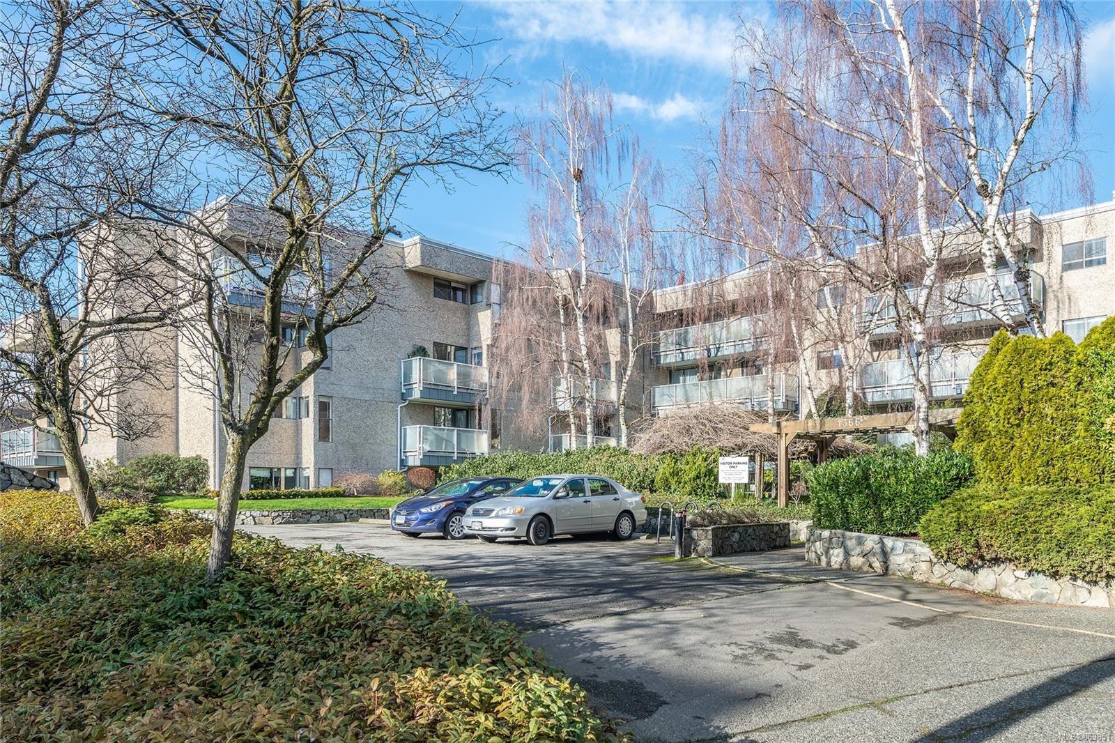 Main Photo: 301 1366 Hillside Ave in : Vi Oaklands Condo for sale (Victoria)  : MLS®# 863851