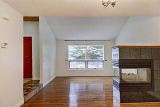 Photo 4: 43 STRATHEARN Crescent SW in Calgary: Strathcona Park Detached for sale : MLS®# C4183952