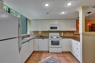 """Photo 15: 103 1745 MARTIN Drive in White Rock: Sunnyside Park Surrey Condo for sale in """"SOUTH WYND"""" (South Surrey White Rock)  : MLS®# R2617912"""