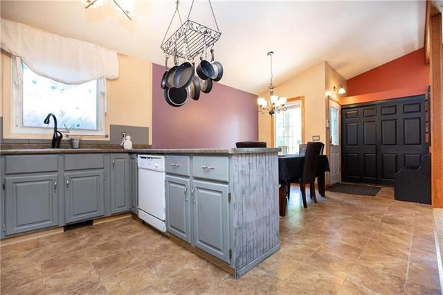 Photo 6: Photos: 246 Tufnell Drive in Winnipeg: River Park South Residential for sale (2F)  : MLS®# 1918544