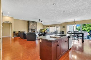 Photo 4: 687 Olympic Dr in : CV Comox (Town of) House for sale (Comox Valley)  : MLS®# 876275