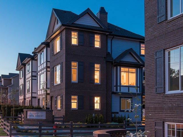 Main Photo: 28 11272 240 Street in Maple Ridge: Townhouse for sale : MLS®# R2422040