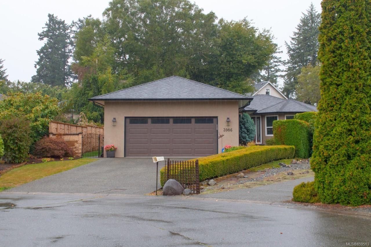 Main Photo: 3986 Blue Ridge Pl in Saanich: SW Strawberry Vale House for sale (Saanich West)  : MLS®# 859513