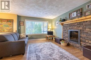 Photo 3: 2024 CROFT ROAD in Prince George: House for sale : MLS®# R2624627
