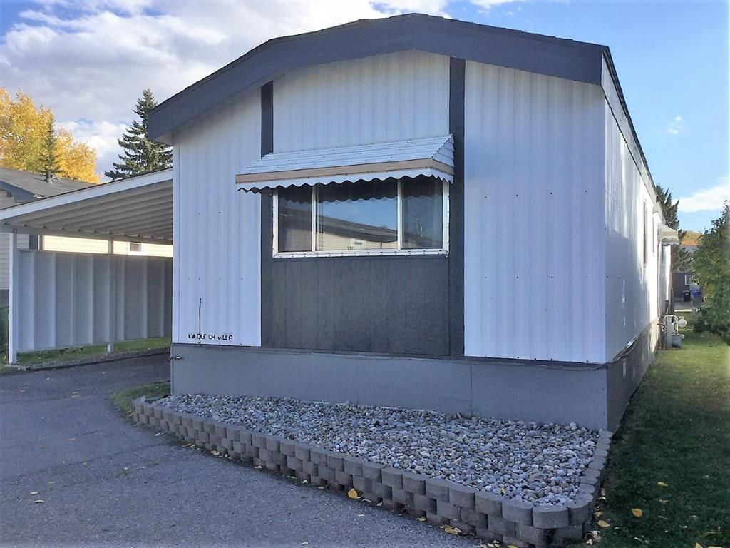 Main Photo: 207 3223 83 Street NW in Calgary: Greenwood/Greenbriar Mobile for sale : MLS®# A1150288
