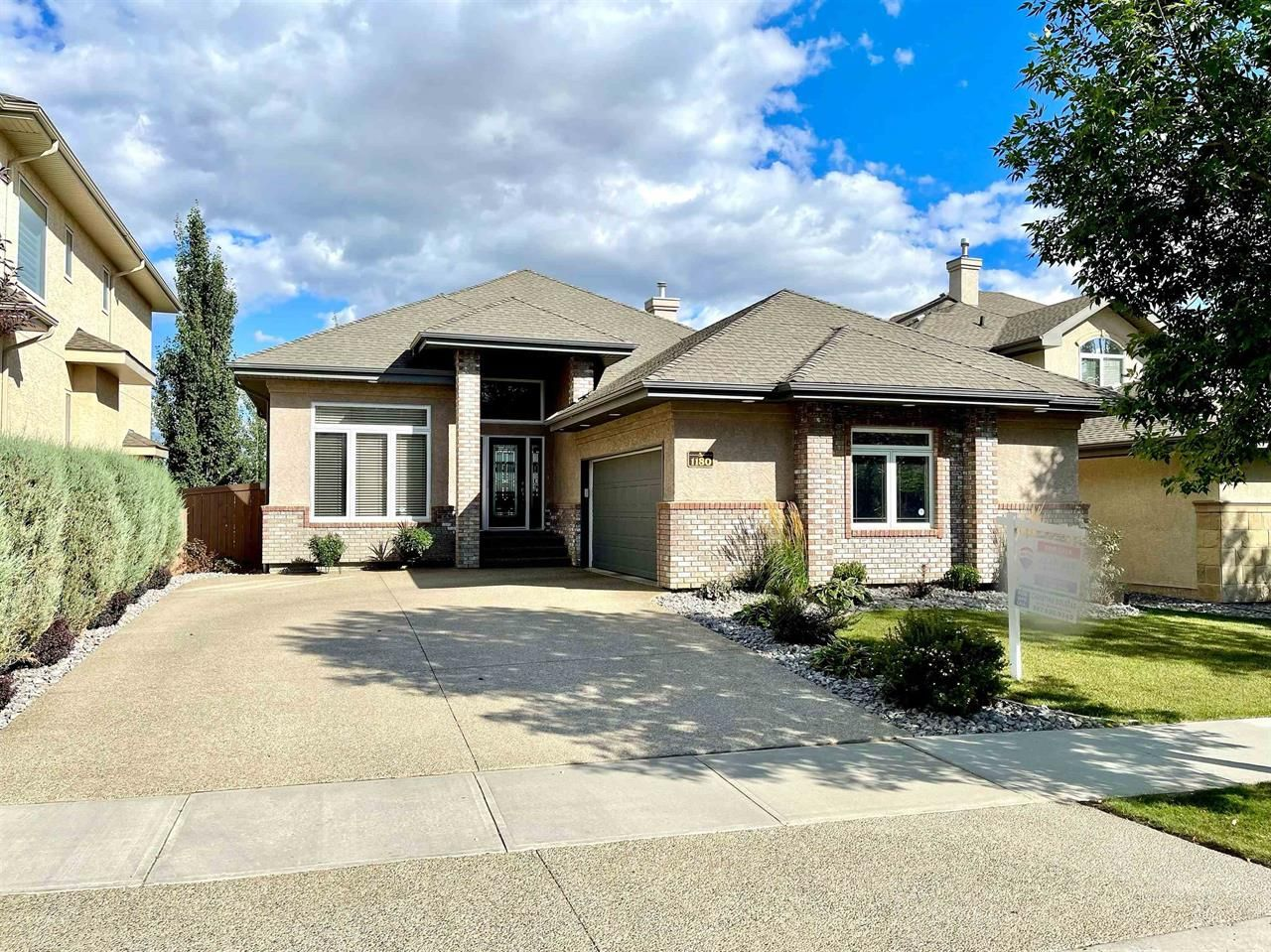 Main Photo: 1180 Hollands Way in Edmonton: House for sale
