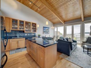 """Photo 9: 6498 WILDFLOWER Place in Sechelt: Sechelt District Townhouse for sale in """"Wakefield Beach - Second Wave"""" (Sunshine Coast)  : MLS®# R2589812"""
