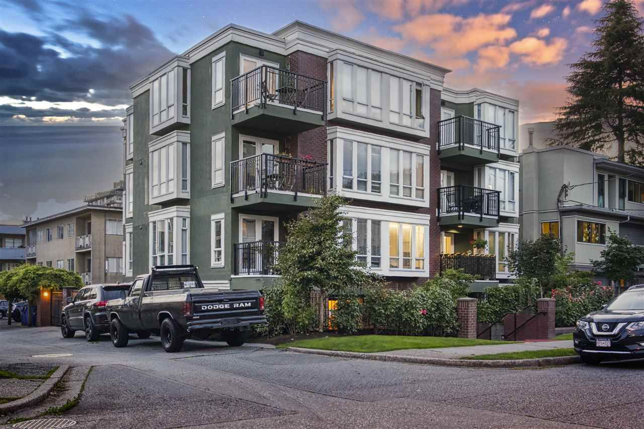 """Main Photo: 203 2825 ALDER Street in Vancouver: Fairview VW Condo for sale in """"Breton Mews"""" (Vancouver West)  : MLS®# R2480515"""