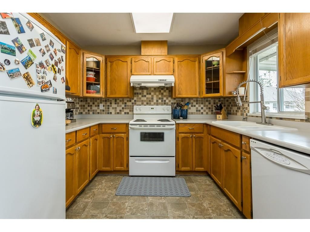 Photo 5: Photos: 35275 BELANGER Drive in Abbotsford: Abbotsford East House for sale : MLS®# R2558993