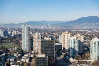"""Photo 1: 3907 4670 ASSEMBLY Way in Burnaby: Metrotown Condo for sale in """"STATION SQUARE 2"""" (Burnaby South)  : MLS®# R2332808"""