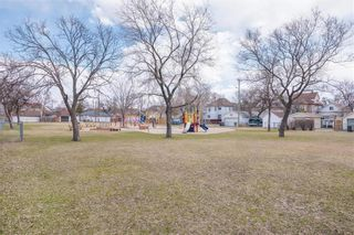 Photo 25: 318 Inkster Boulevard in Winnipeg: West Kildonan Residential for sale (4D)  : MLS®# 202109292