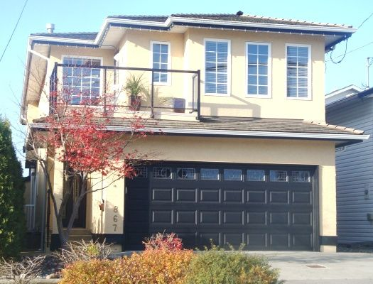 Main Photo: 867 Stayte Rd in White Rock: Home for sale