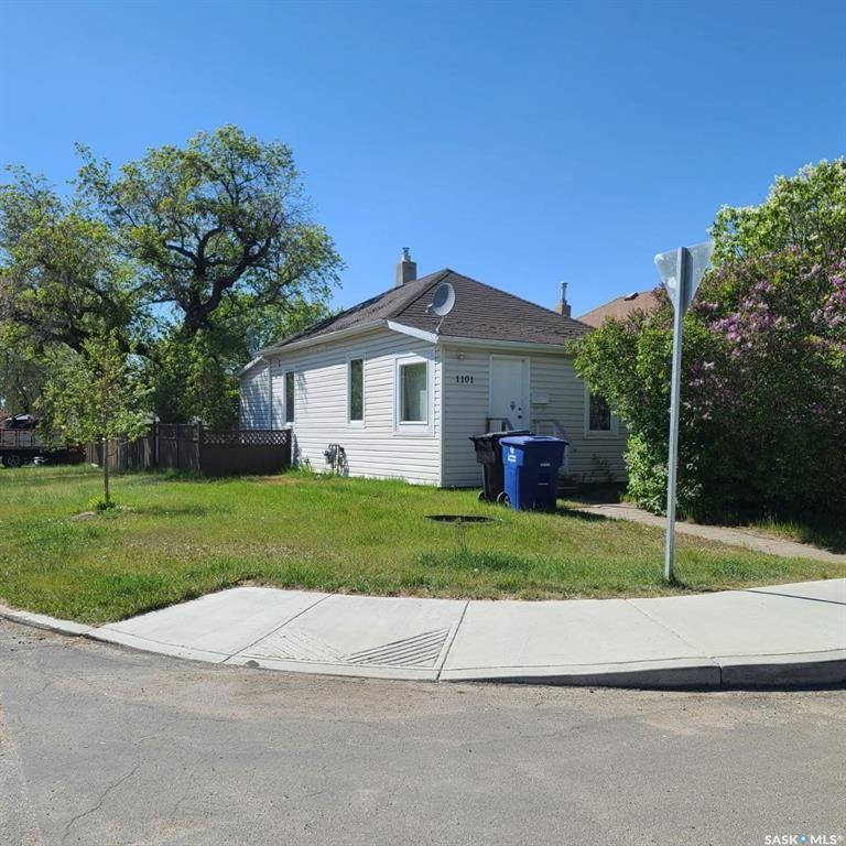 Main Photo: 1101 K Avenue North in Saskatoon: Hudson Bay Park Residential for sale : MLS®# SK856430