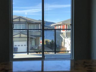 "Photo 8: 5976 BEACHGATE Lane in Sechelt: Sechelt District Townhouse for sale in ""Edgewater"" (Sunshine Coast)  : MLS®# R2333823"