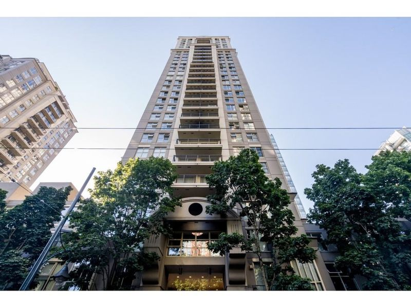 FEATURED LISTING: 707 - 969 RICHARDS Street Vancouver
