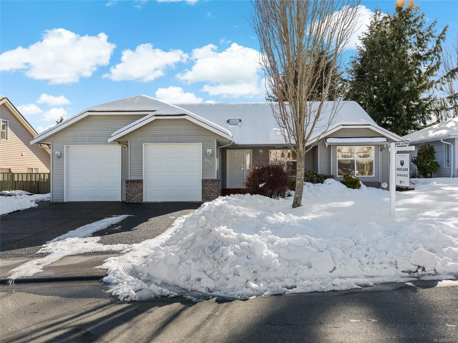 Main Photo: 690 Moralee Dr in : CV Comox (Town of) House for sale (Comox Valley)  : MLS®# 866057