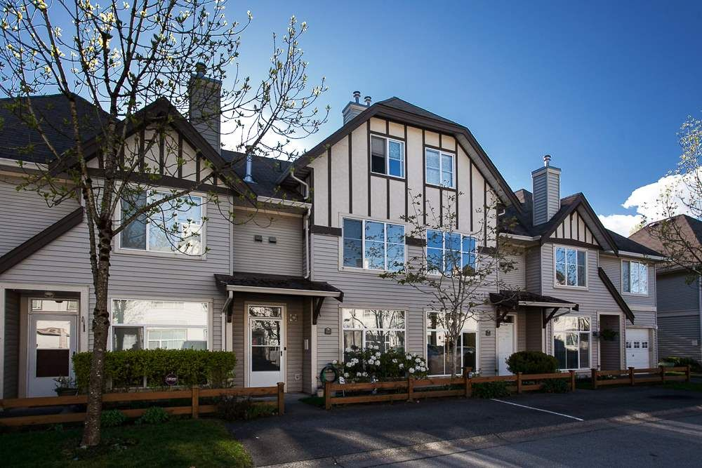 """Main Photo: 61 6465 184A Street in Surrey: Cloverdale BC Townhouse for sale in """"Rosebury Lane"""" (Cloverdale)  : MLS®# R2163634"""