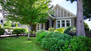 Photo 1: 13546 14 AVENUE in Surrey: Crescent Bch Ocean Pk. House for sale (South Surrey White Rock)  : MLS®# R2472072