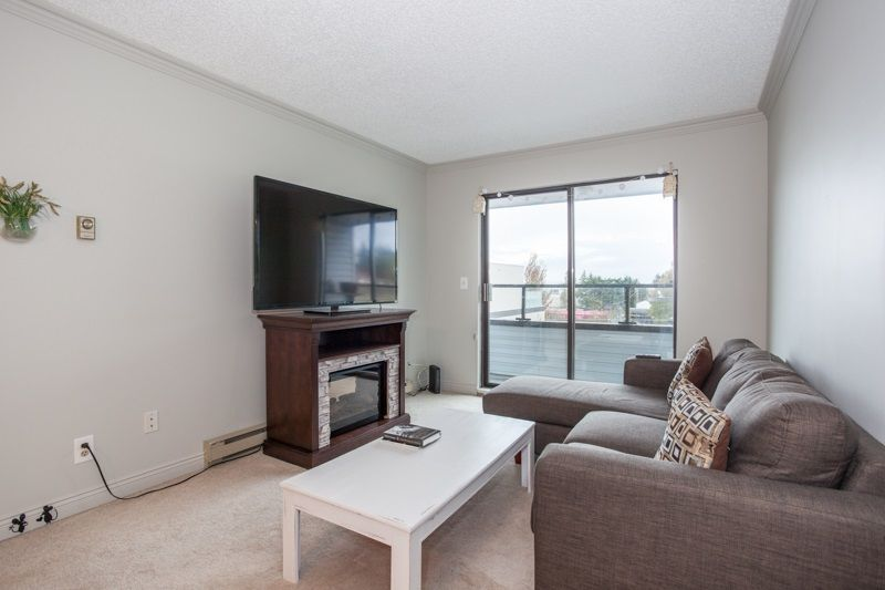 """Photo 2: Photos: 305 1341 GEORGE Street: White Rock Condo for sale in """"OCEANVIEW"""" (South Surrey White Rock)  : MLS®# R2215870"""