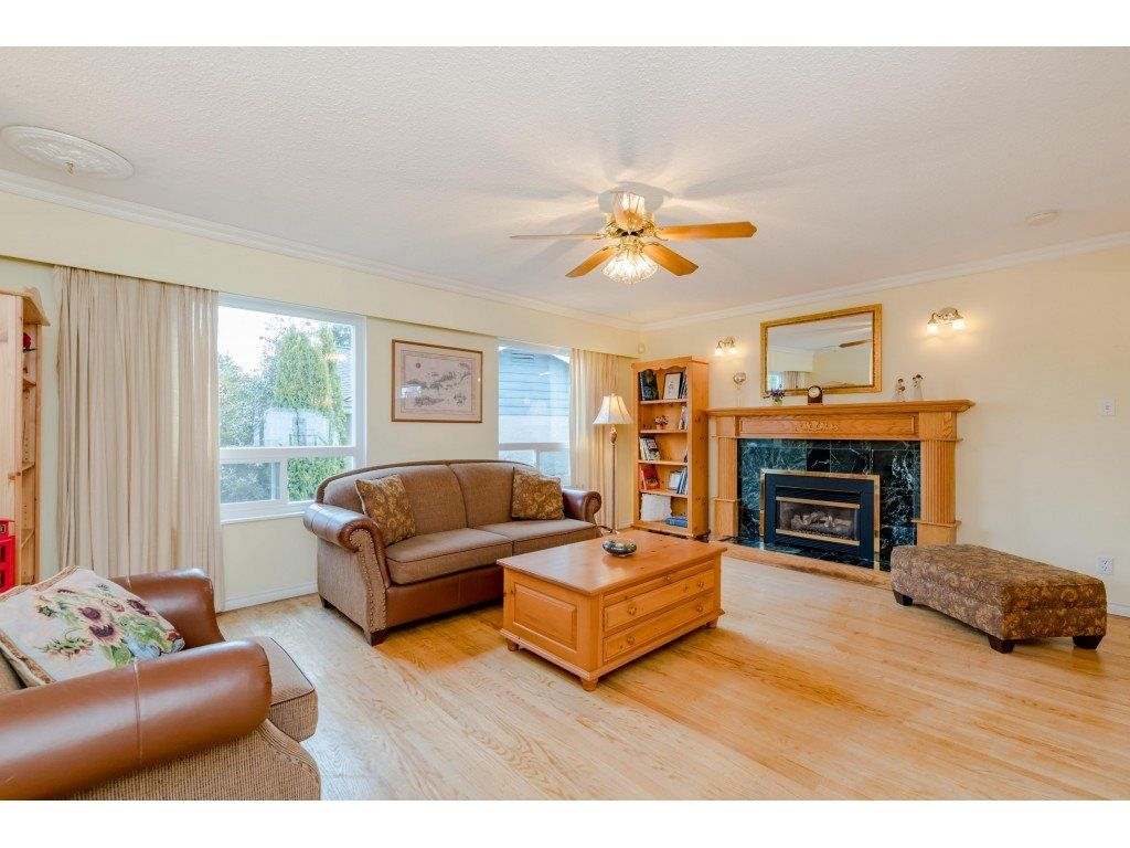 Photo 2: Photos: 1425 STEWART Place in Port Coquitlam: Lower Mary Hill House for sale : MLS®# R2448698