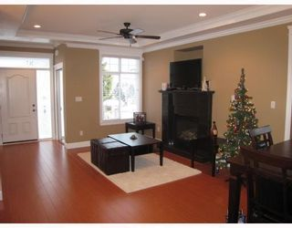 Photo 3: 8123 10TH Avenue in Burnaby: East Burnaby 1/2 Duplex for sale (Burnaby East)  : MLS®# V796032