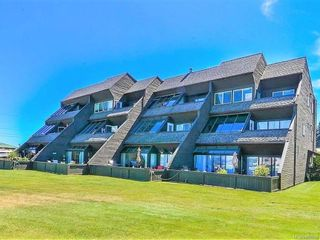Photo 1: 102 2740 S Island Hwy in Campbell River: CR Willow Point Condo for sale : MLS®# 882828