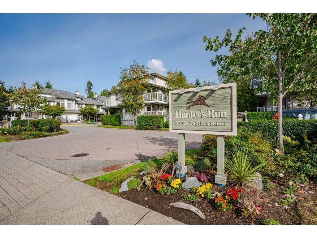 Welcome to #38 - 8892 208 Street, Langley in Walnut Grove the Popular Townhome Complex - Hunter's Run!