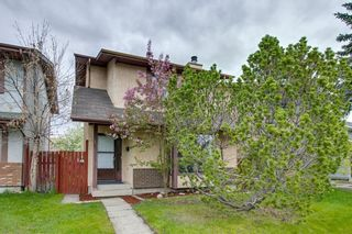 Photo 1: 23 SUNVALE Court SE in Calgary: Sundance Detached for sale : MLS®# C4297368