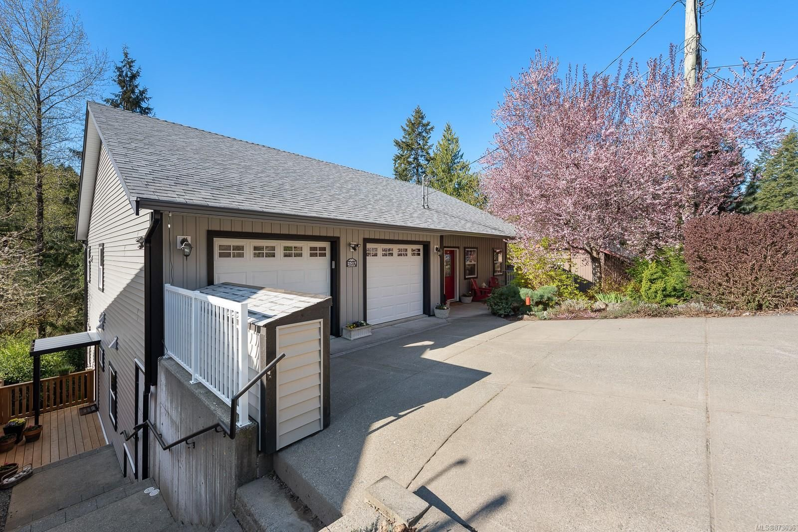 Main Photo: 2517 Dunsmuir Ave in : CV Cumberland House for sale (Comox Valley)  : MLS®# 873636