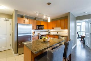 Photo 6: 902-2225 Holdom Ave in Burnaby: Condo for sale (Burnaby North)  : MLS®# R2463125