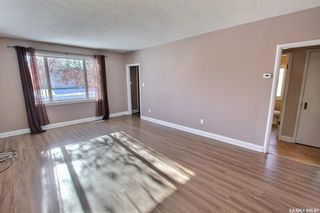 Photo 3: 6 24th Street East in Prince Albert: East Hill Residential for sale : MLS®# SK841759