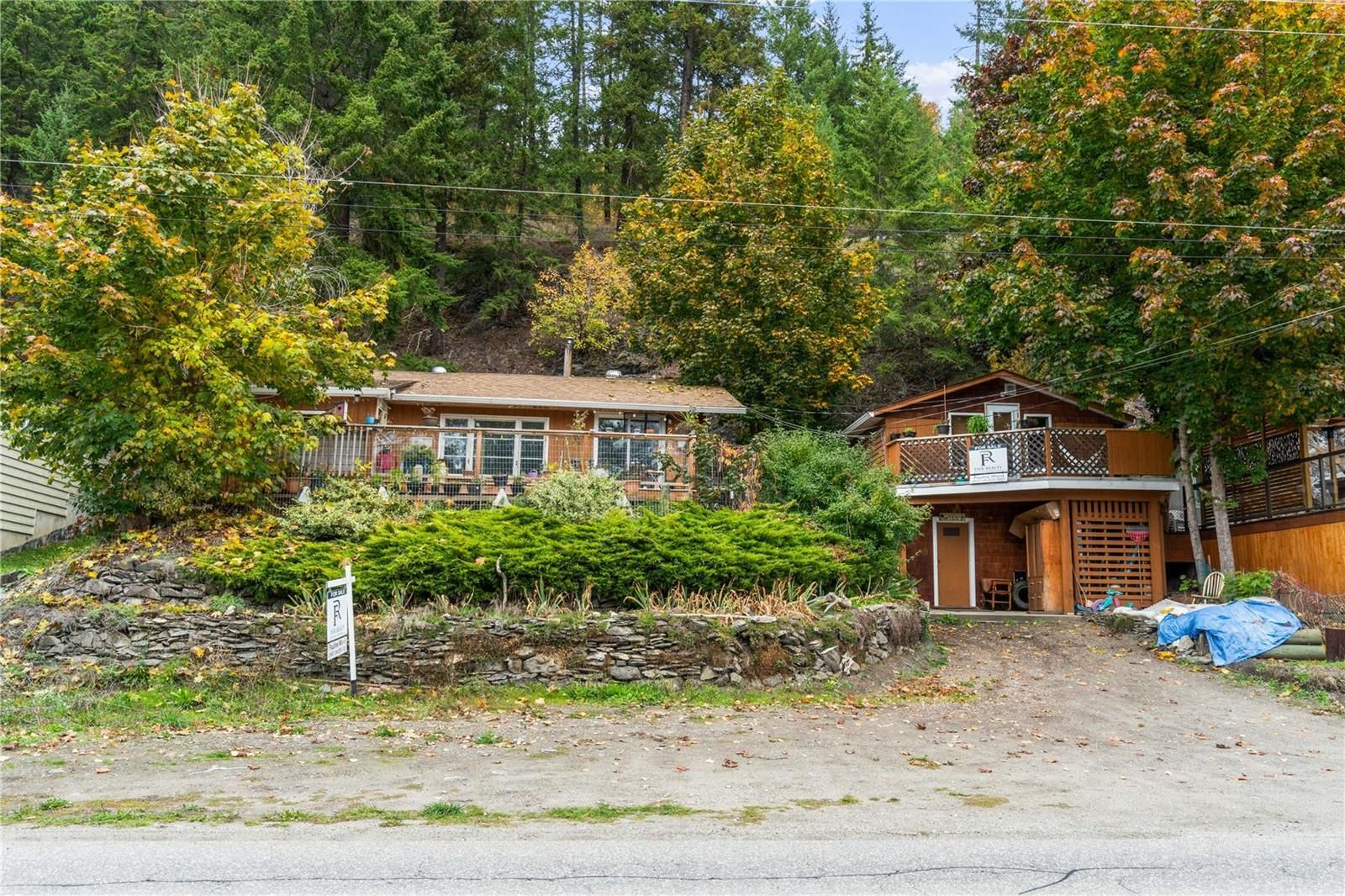 Main Photo: 2286-2288 Eagle Bay Road, in Blind Bay: House for sale : MLS®# 10236264