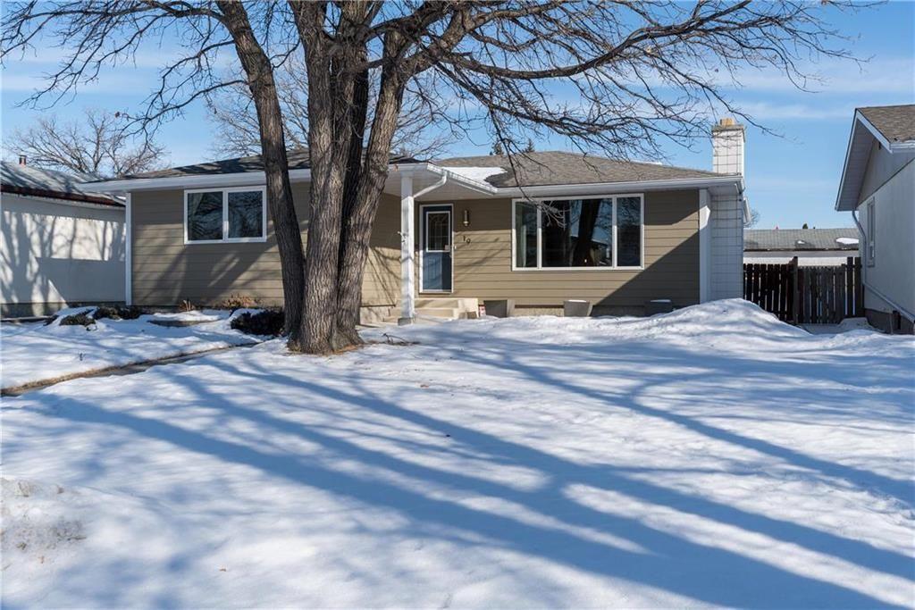 Main Photo: 19 Russenholt Street in Winnipeg: Crestview Residential for sale (5H)  : MLS®# 202104360