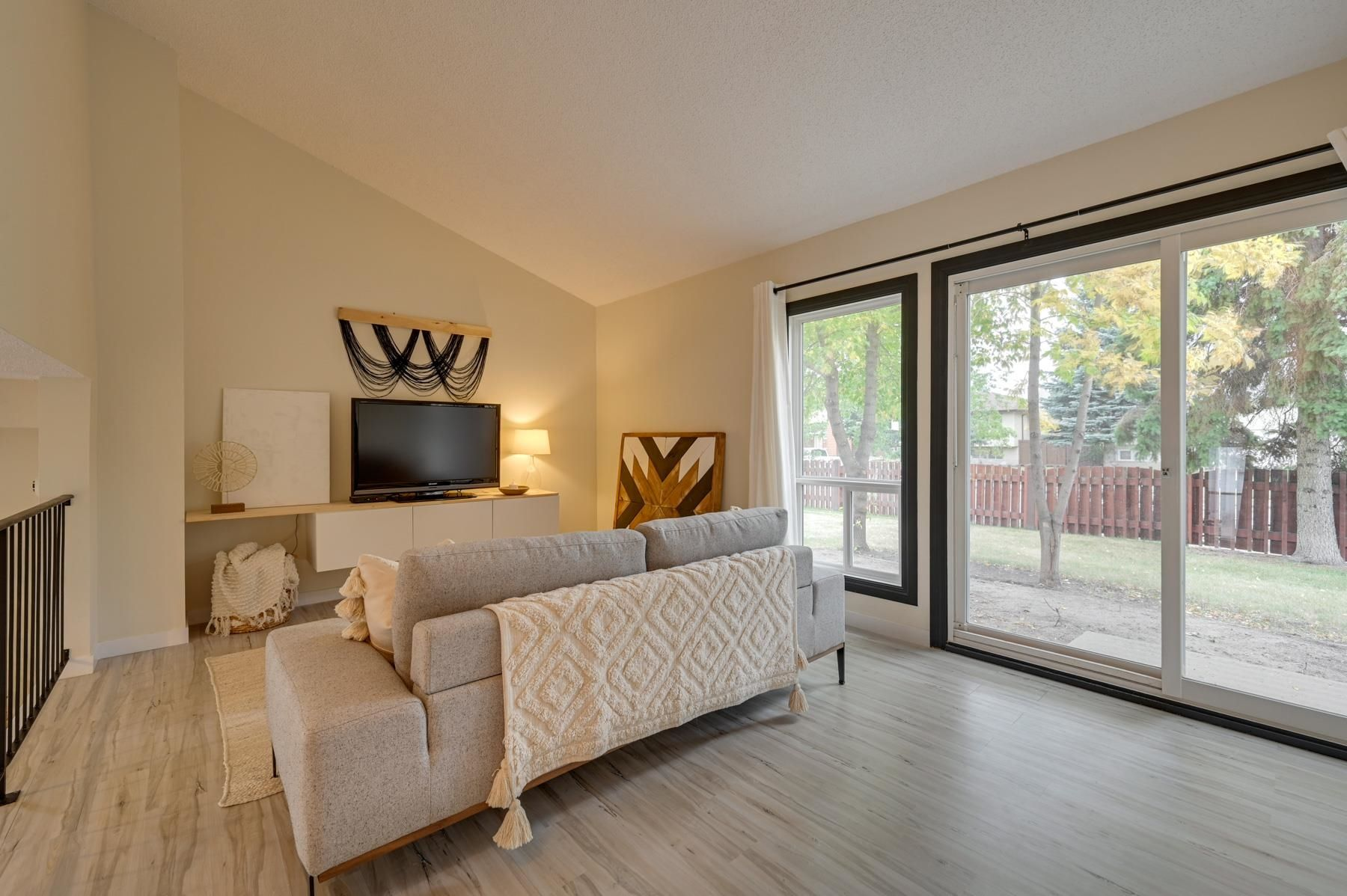 Main Photo: 5514 19A Avenue in Edmonton: Zone 29 House Half Duplex for sale : MLS®# E4262100