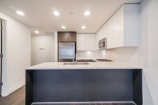 """Photo 8: 2106 2008 ROSSER Avenue in Burnaby: Brentwood Park Condo for sale in """"SOLO"""" (Burnaby North)  : MLS®# R2527577"""