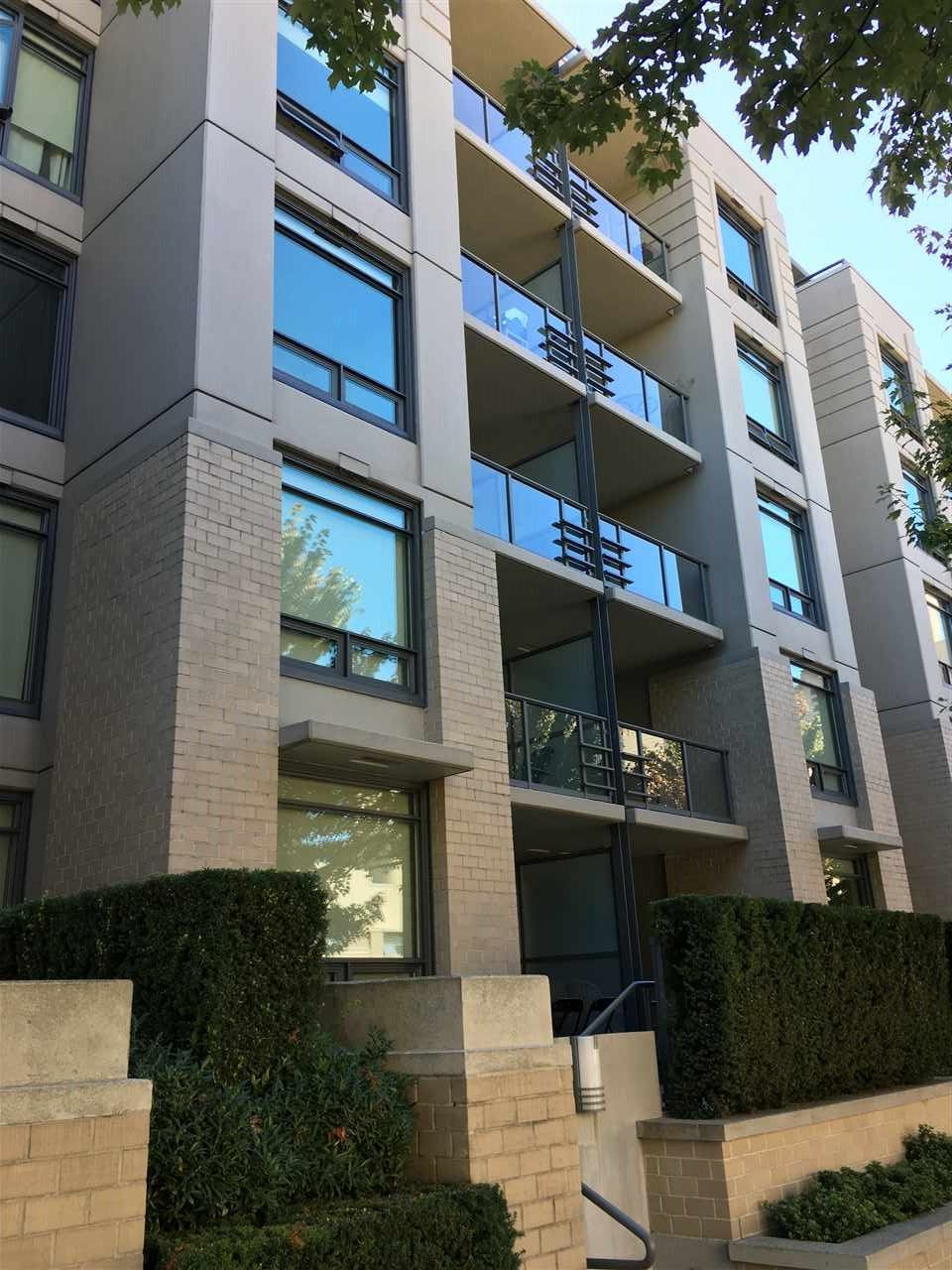 """Main Photo: 311 750 W 12TH Avenue in Vancouver: Fairview VW Condo for sale in """"TAPESTRY"""" (Vancouver West)  : MLS®# R2201307"""
