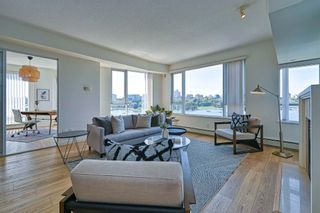 """Photo 4: 705 1383 MARINASIDE Crescent in Vancouver: Yaletown Condo for sale in """"COLUMBUS"""" (Vancouver West)  : MLS®# R2594508"""